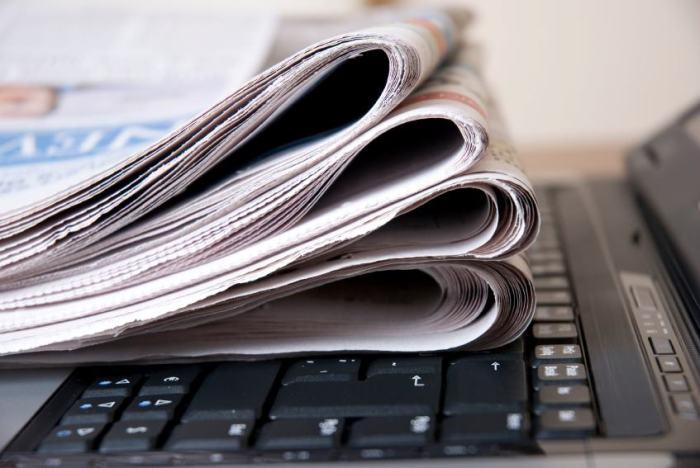 giornali e tastiera