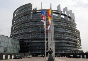 Il fatto che il voto per il Parlamento europeo determini l'esito della nomina del presidente della Commissione europea, è segno del nuovo potere che all'organo legislativo dell'UE è stata dato ai sensi del trattato di Lisbona del 2009, che ha forgiato molto più profonda integrazione europea. Qui, la sede del Parlamento europeo a Strasburgo, dove si tengono le sessioni plenarie mensili.