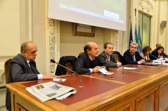 riuniti i sindaci - bersani - provincia