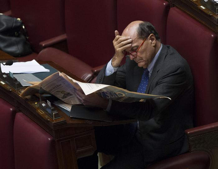 Pier Luigi Bersani (Pd) durante la discussione del Documento di economia e finanza 2016 nell'aula della Camera, Roma, 27 aprile 2016. ANSA/GIORGIO ONORATI
