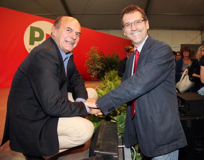 Il segretario del Partito Democratico, Pier Luigi Bersani (S), con il sindaco di Bologna Virginio Merola alla Festa dell'Unita' il 18 settembre 2011 a Bologna. ANSA/MICHELE NUCCI
